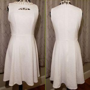 Sandra Darren White A Line Sleeveless Dress